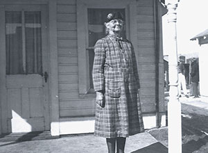Doc Susie in front of a Fraser home in 1941