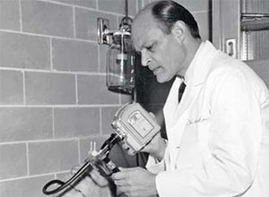 Hirschowitz using an early gastroscope